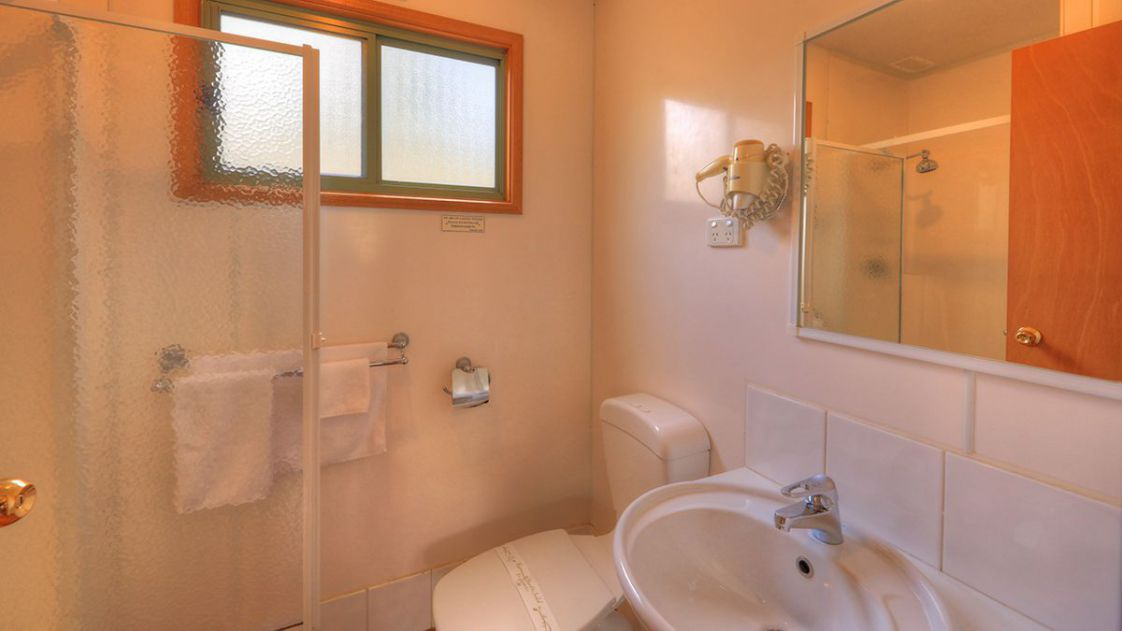 superior-hillside-villas-bathroom