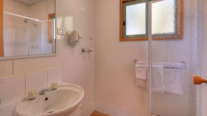 deluxe-family-villa-bathroom